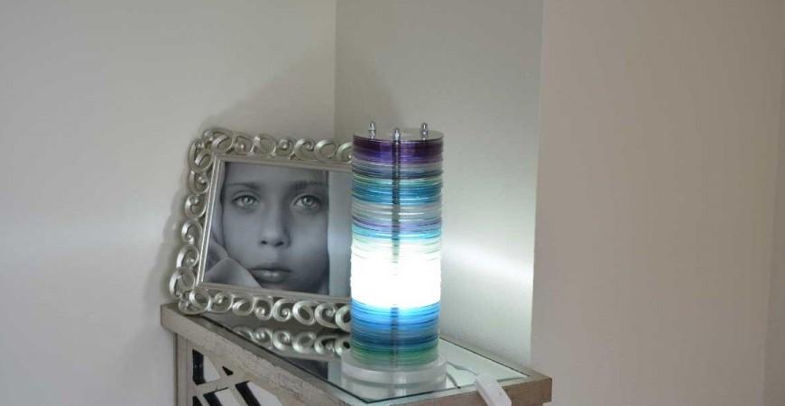 Convierte tus CDs viejos en una lámpara