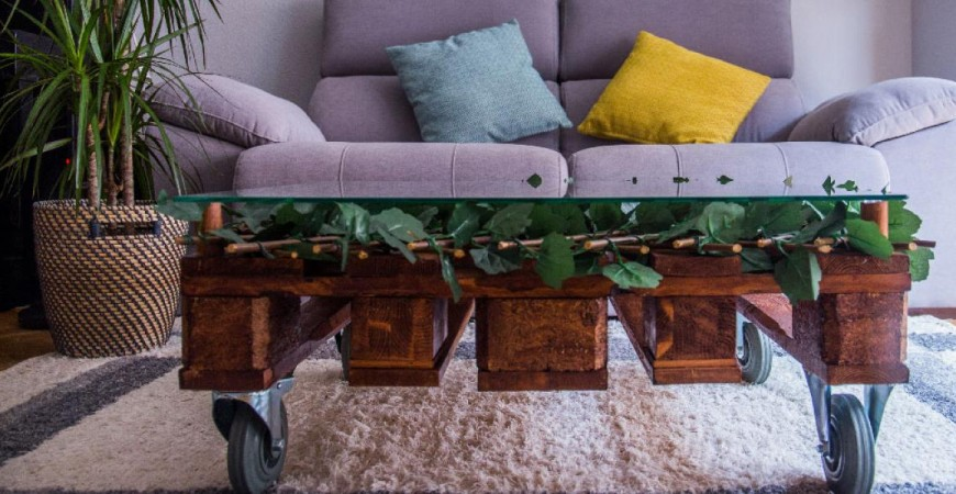 Consigue esta mesa para el centro de tu salón con un palet