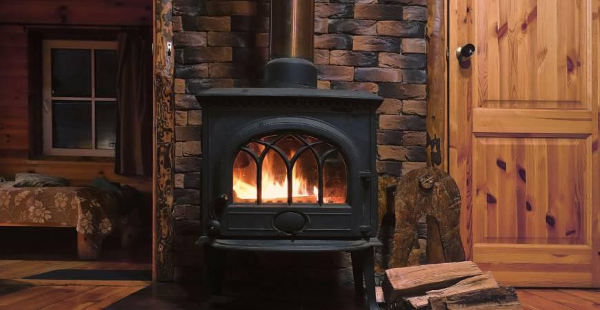 Por qué elegir una estufa de leña en hierro fundido para tu hogar